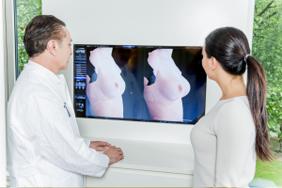 Dr. Ticlea mit Patientin